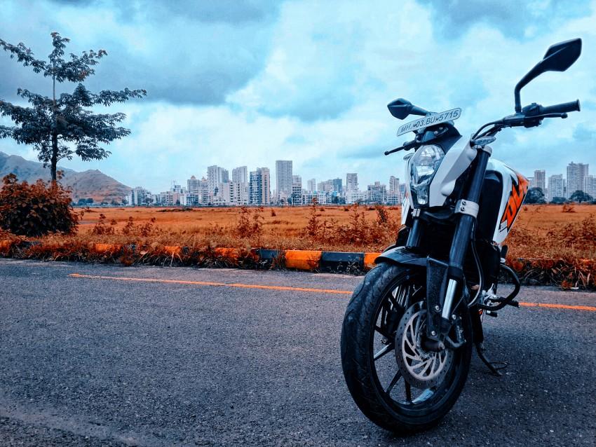 Duke Bike New CB Background