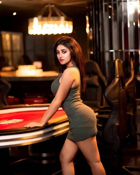 Girl Model Pose  (32)