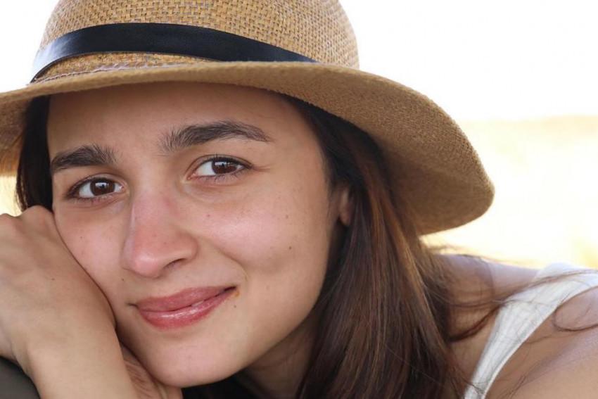 Cute Alia Bhatt Smiling - Sm