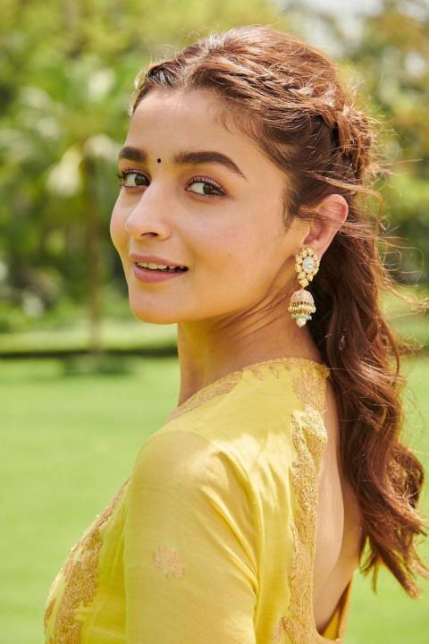 Beautiful Alia Bhatt in HD P