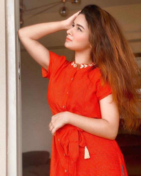 Avneet Kaur HD in red Dress