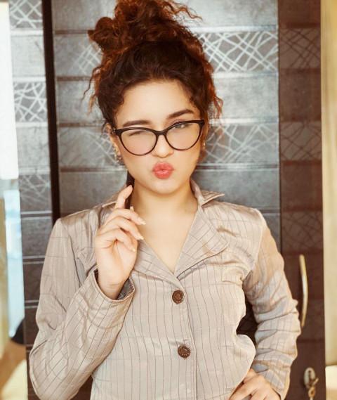 Avneet Kaur in Spectacles HD