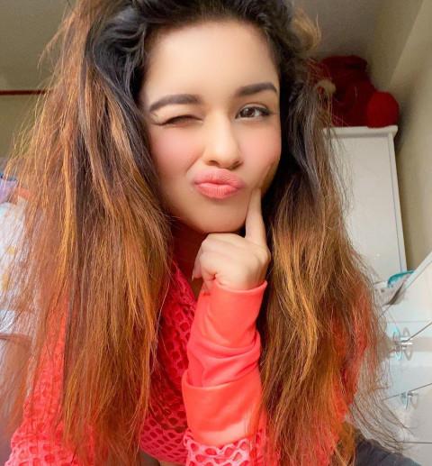Avneet Kaur red dress HD Pho
