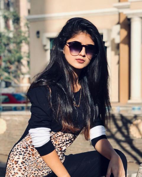 Arishfa Khan HD Pics Cute Sm