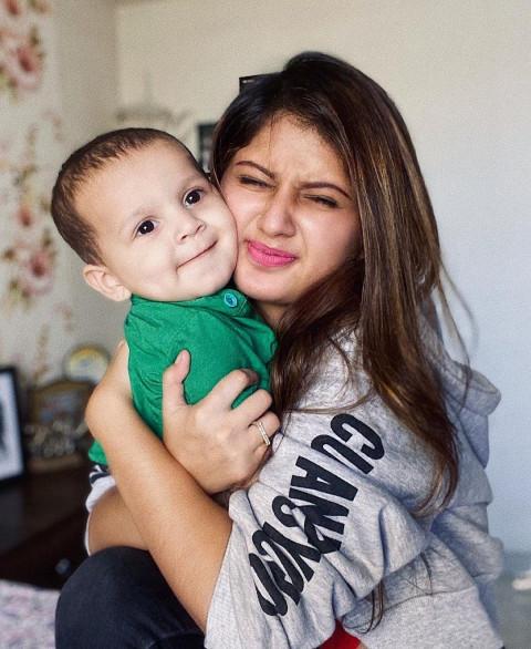 Arishfa Khan with baby HD Pi