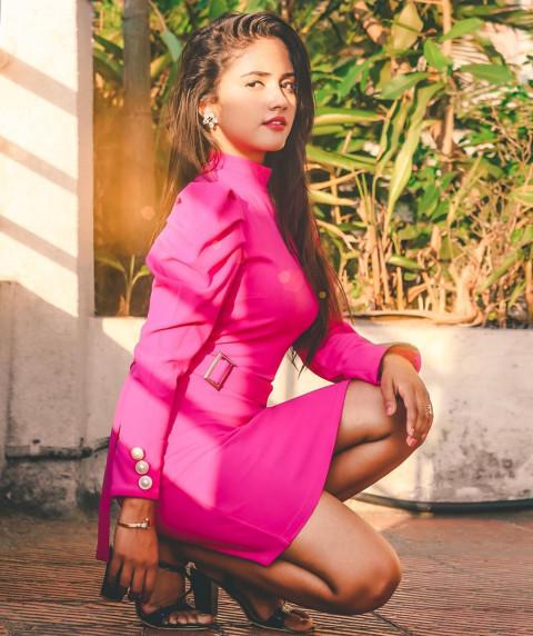 Nisha Guragain HD Photo Down