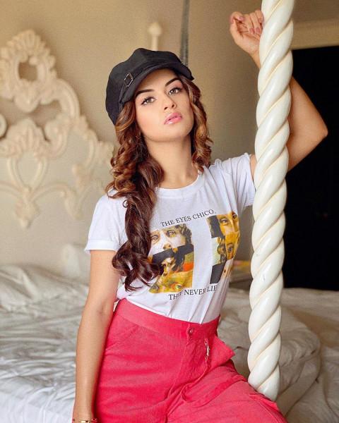 Avneet Kaur HD Photos Wallpa