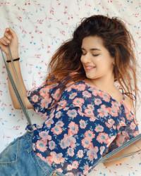 Avneet Kaur cute HD Photos W