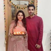 Bhuvneshwar Kumar Singh with wife HD Photos Wallpapers Images & WhatsApp DP Cute Wallpaper