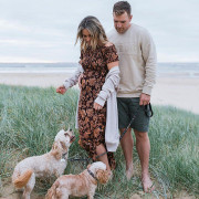 Aaron Finch with Wife HD Photos Wallpapers Images & WhatsApp DP Cute Wallpaper